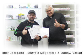 Buchuebergabe-DeltaX-Verlag-Martys-Megastore